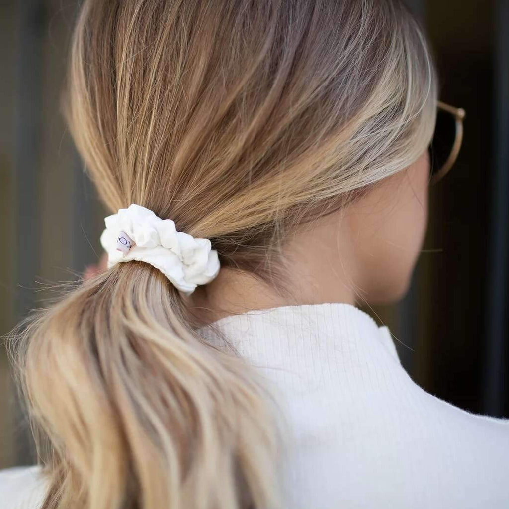 Woman wearing Kohr white bamboo and silk scrunchie