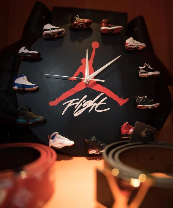 3D Sneaker Clock with 1-12 Mini Sneakers——Free Shipping