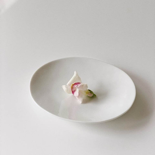 Oval Plate (side dish) by Lee Changhwa