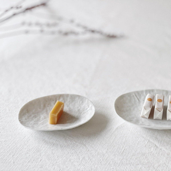 Small Oval Plate (two different sizes) (작은 타원접시, 2종류) by PARK Songkuk - Stroll