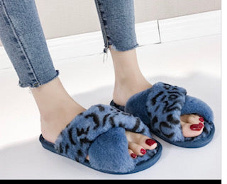 Faux Fur Animal Leopard Pattern Sliders, Super Soft, Plush Faux Fur, Furry, Trendy, Warm and Cozy Slippers