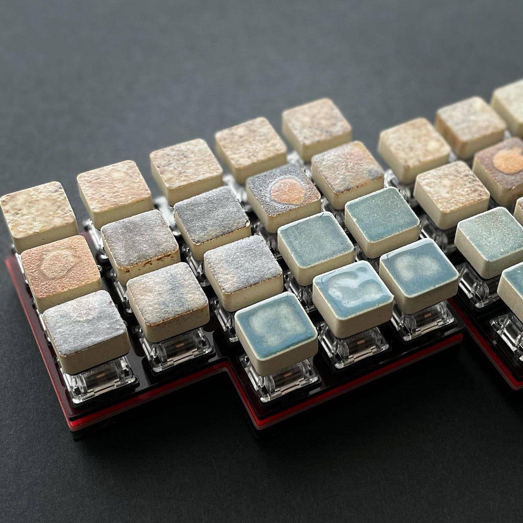 MiniAxe with keycaps made of Minoyaki porcelain