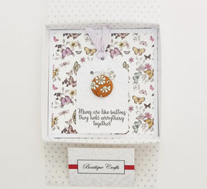 Mother's Day Greeting Card and Necklace Gift Set.