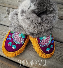 Load image into Gallery viewer, Custom Adult Beaded Moccasins