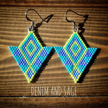 Load image into Gallery viewer, Purple, blue and chartreuse beaded earrings. Indigenous handmade.
