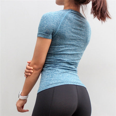 Seamless Sports Shirt for Women with Quick Dry Fabric for Workouts and other Activities