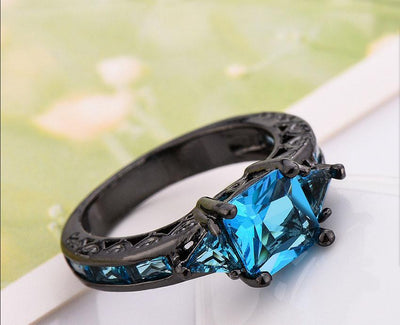 Black Gold Retro Style Ring