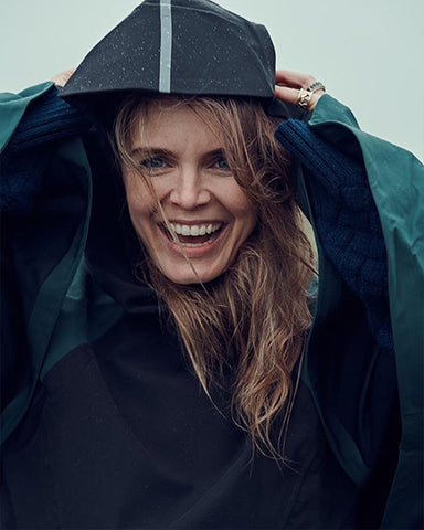 Hanna Verboom wearing BYBROWN raincoat,regenjas,long,black,dark green, sustainable.