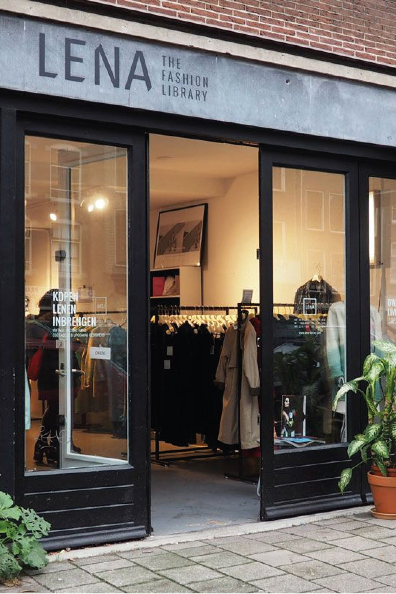 Westerstraat 174 in Amsterdam, Lena library for clothing rental