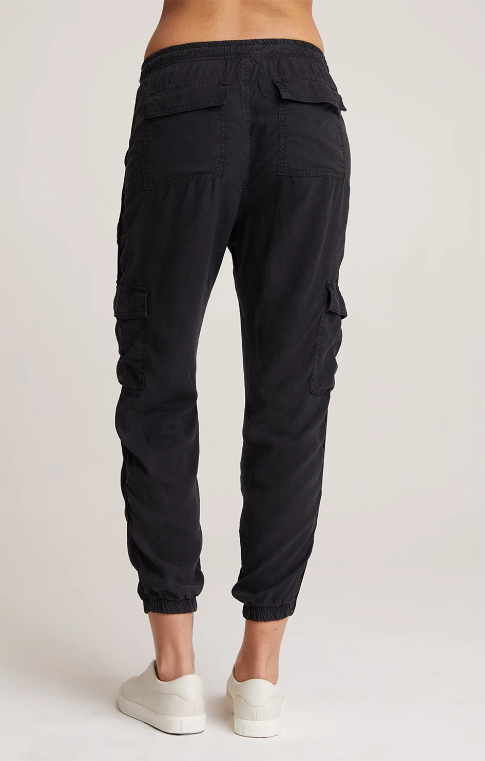bella dahl cargo jogger with satin trim