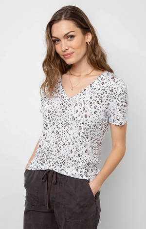 Cara Tee In White Mocha Leopard - Rails Clothing