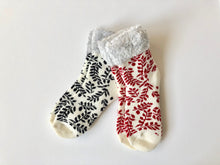Load image into Gallery viewer, Keep warm and toasty this winter in these soft and cozy socks.  This leaf set from Pomelo Socks makes for a great gift.