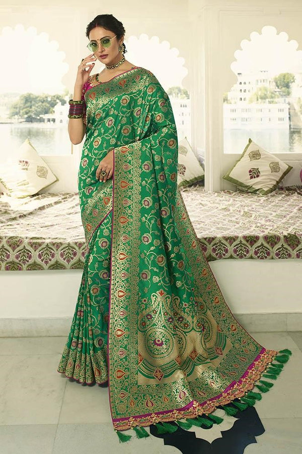 Traditional Look Saree In Green Paired With Rani Pink Blouse STC3123