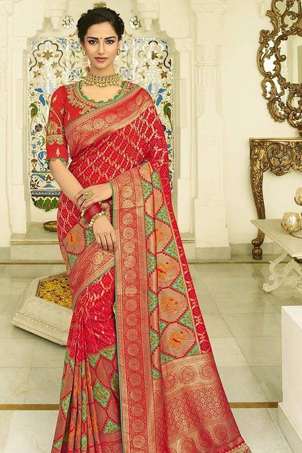 Traditional Look Saree In Red Paired With Red Blouse STC3128