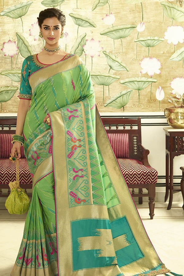 Traditional Look Saree In Light Green Paired With Contrasting Turquoise Blue Blouse STC3121