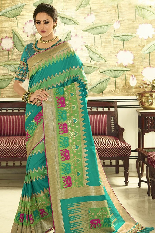 Traditional Look Saree In Blue And Green Paired With Green Blouse STC3129