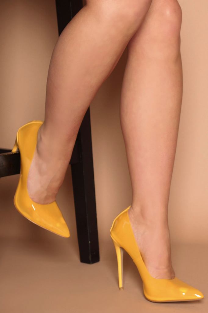 Chiara Yellow Court Pumps in Yellow Perspex