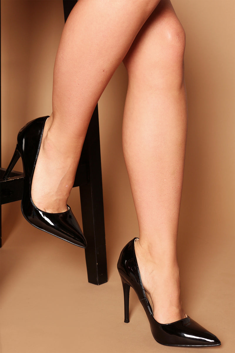 Emily Court Pumps in Black Vegan Patent Leather