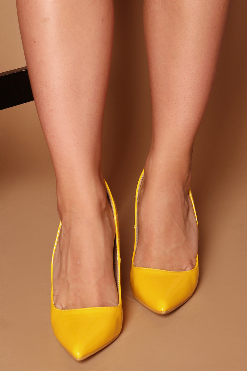 Emily Court Pumps in Yellow Vegan Patent Leather