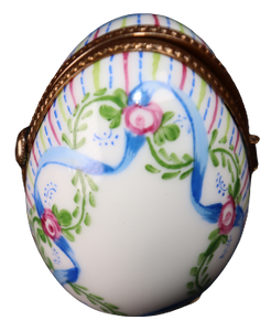 SKU# C005404P Standing Egg with Picture Frame.