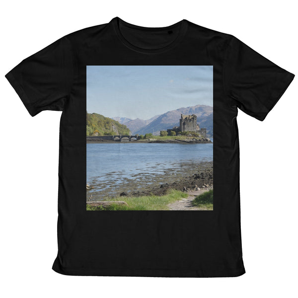 Eilean Donan Castle 40 in the Highlands of Scotland Mens Retail T-Shirt