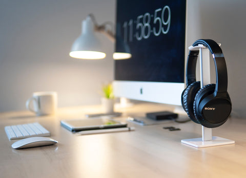 minimalist desk, minimalism desk, minimalism, minimalism workspace, wireless headphones, minimalist set up