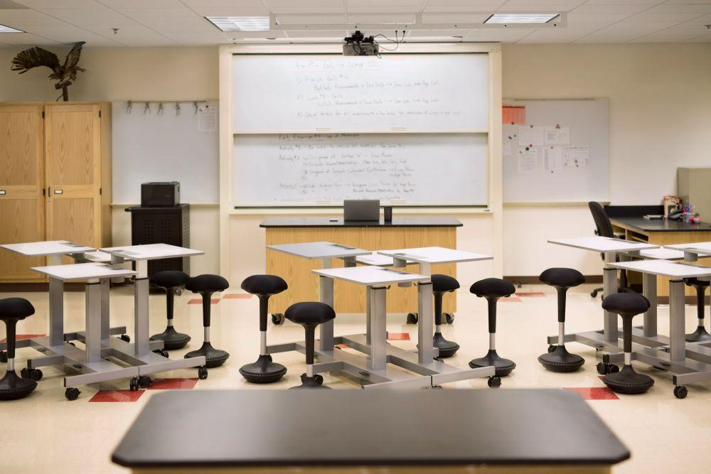 Classroom with Luxor Student Height-adjustable Desks from Active Goods Canada