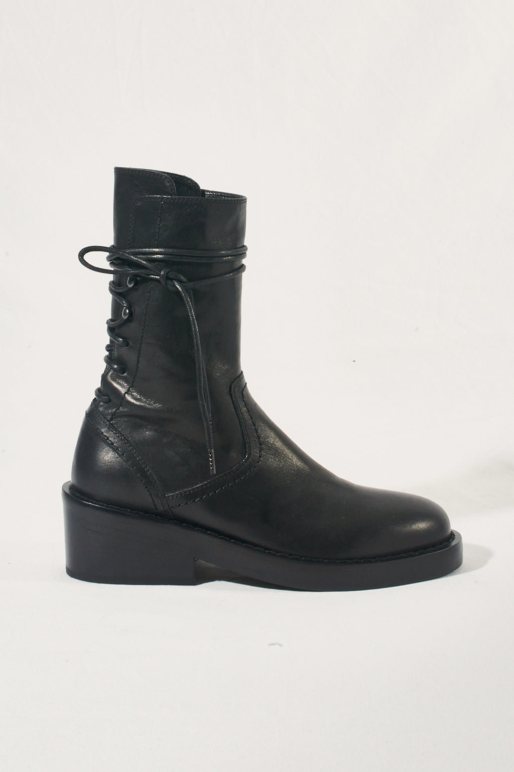 Back laced-up boots