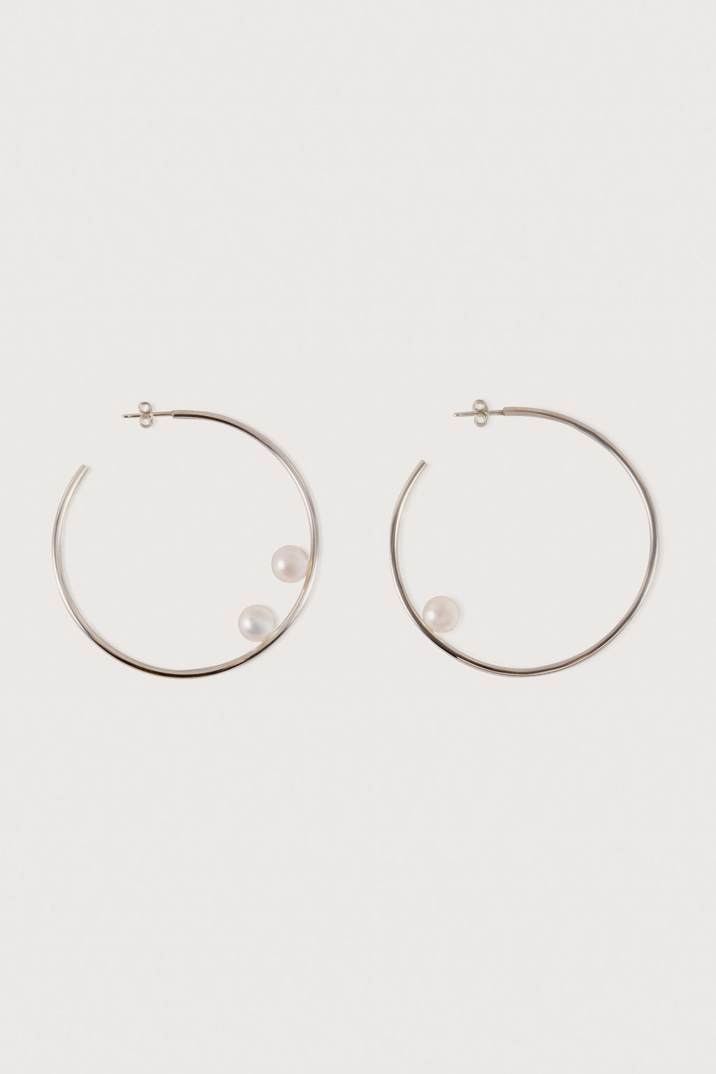 Asymetrical earrings with 3 fresh water pearls