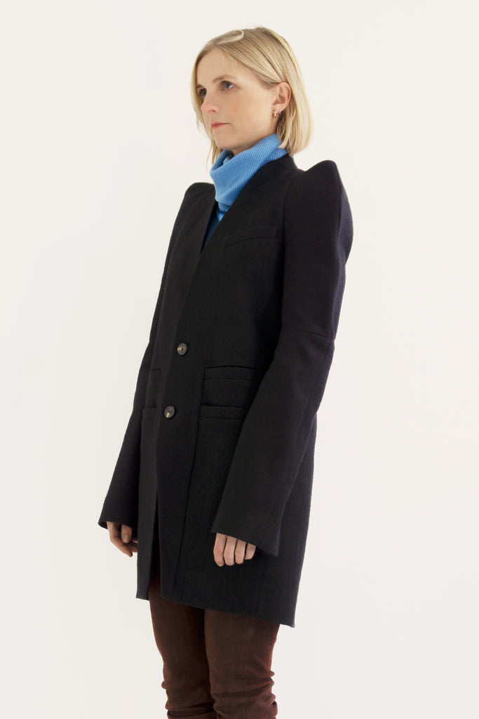 Round stand up shoulders Zionic jacket