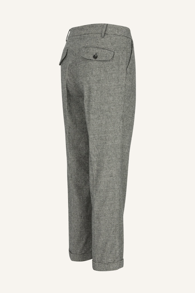 Cropped trousers with pleats