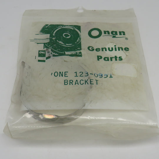 123-0951 Onan Clamp, Breather Tube, Filter Breather For CCKB Engines (Begin Spec H) OBSOLETE