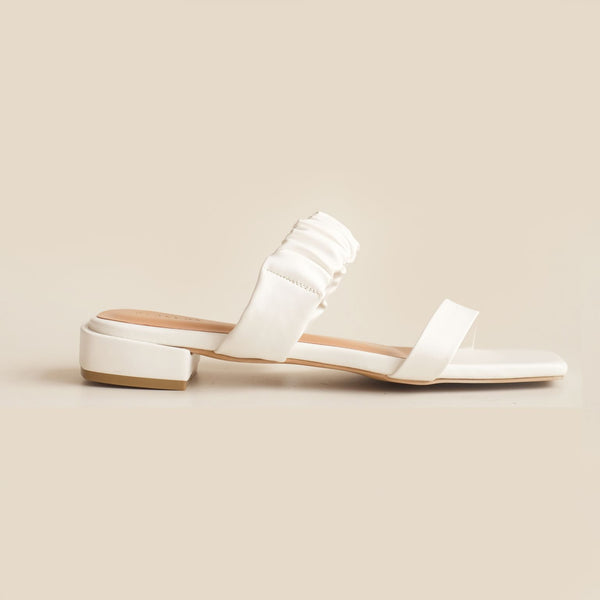 Madison Slipper | White