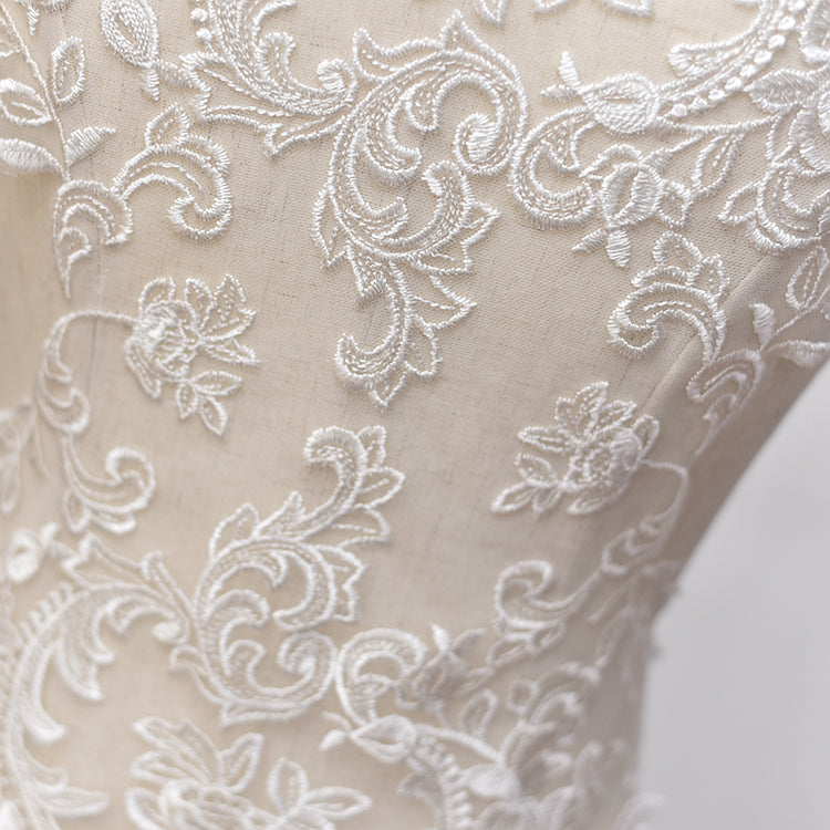 Embroidered lace applique
