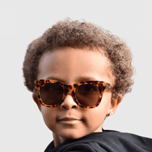 Load image into Gallery viewer, tate wearing mihi kids sunglasses - the hamptons design