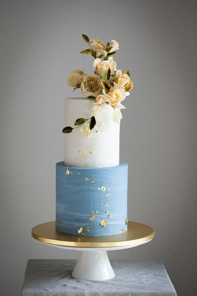 Fresh Flowers, Sugar Flowers and Buttercream Flowers on your Wedding Cake