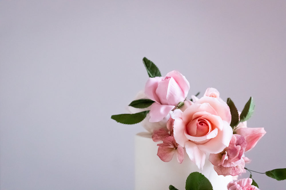 Fresh Flowers or Sugar Flowers on your Wedding Cake