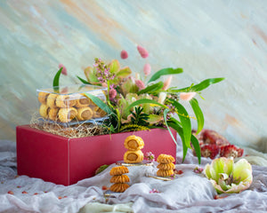 Load image into Gallery viewer, Yume Patisserie x Poppy Flora Studio: Floral Spring CNY Gift Set