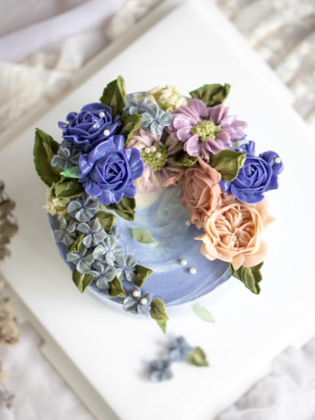 "Load image into Gallery viewer, ""Vivian"" Korean Buttercream Flowercake Wreath Style"
