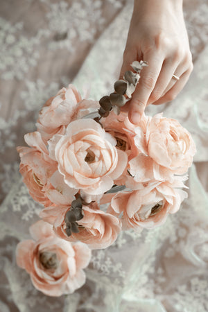 Load image into Gallery viewer, Masterclass: Chef Amber Wedding Flowers Intensive + Handpainted Wedding cake 3 Day Class