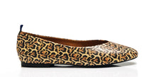 Load image into Gallery viewer, dr. Liza flat - LEOPARD