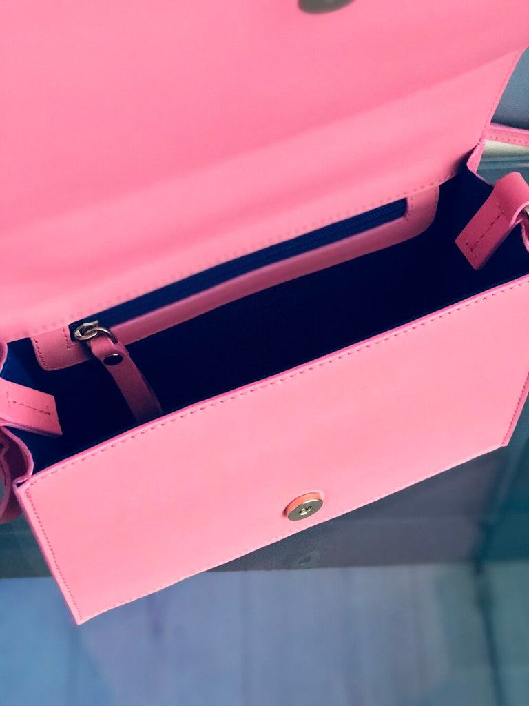 dr. Liza shoulder bag  | BUBBLEGUM