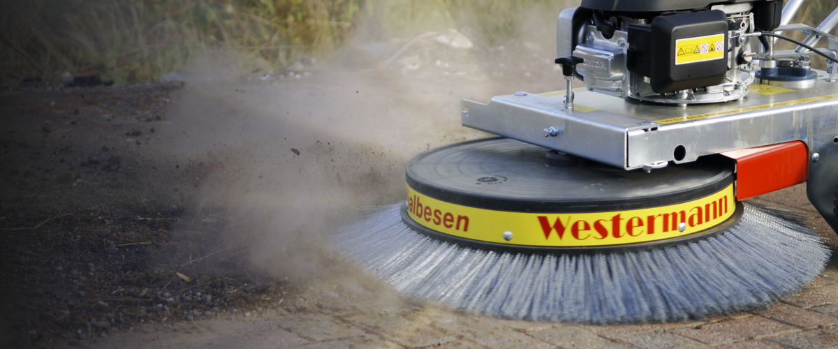 Westermann WR870 Clearing Moss From Block Paving