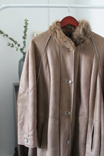 Load image into Gallery viewer, Sheepskin Coat