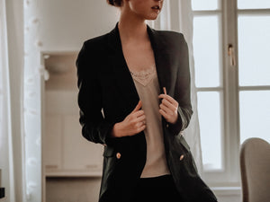 Skirt suit short