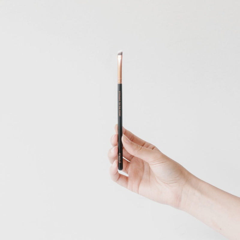 Straight to the Point Angled Eyeliner Brush
