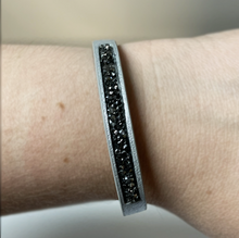Load image into Gallery viewer, Shimmer Snap Bracelet (2 Colors)