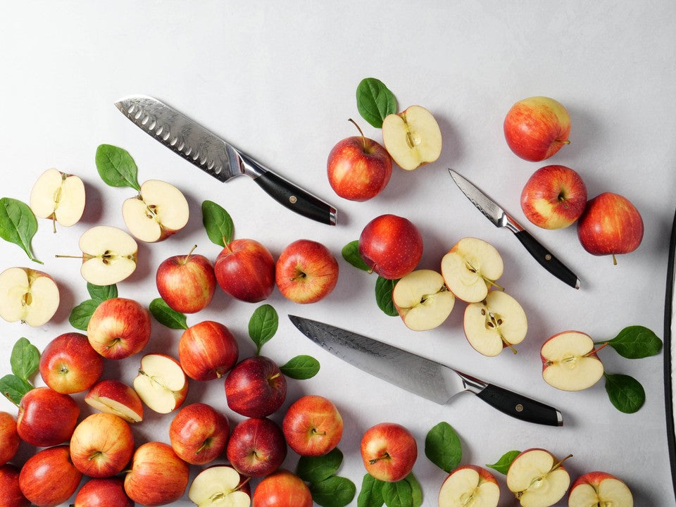 Kitchen knives with apples