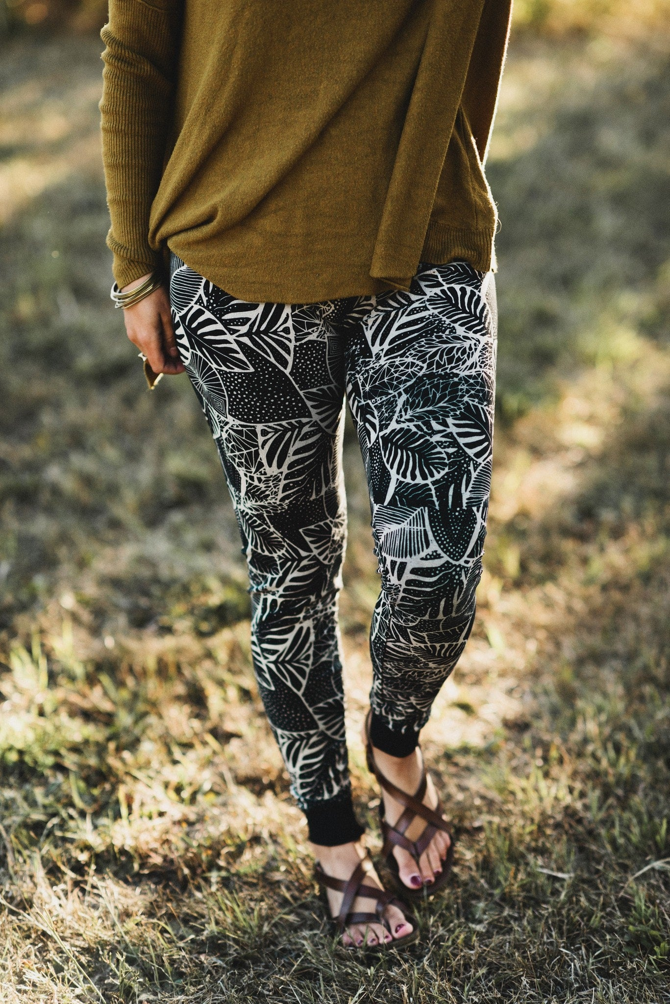 Palm Garden Legging - Black and Cream with hidden pocket