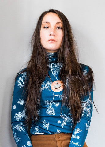 Skadi - turtleneck top - in Ice and Cobalt